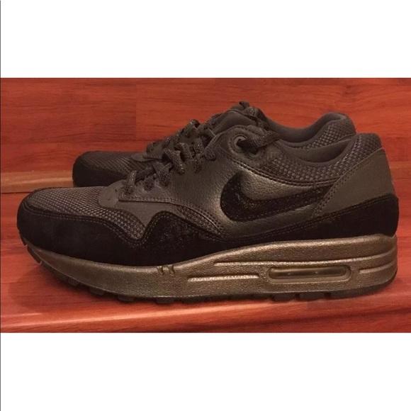 Womens NIKE Air Max 1 Premium Running Sneaker 9.5